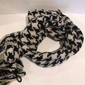 Banana republic winter scarf B/W herringbone print